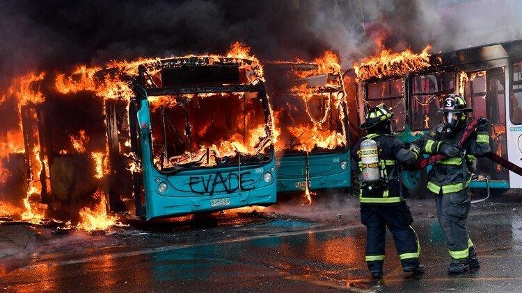 Hay 11 muertos y más de 800 detenidos enChile