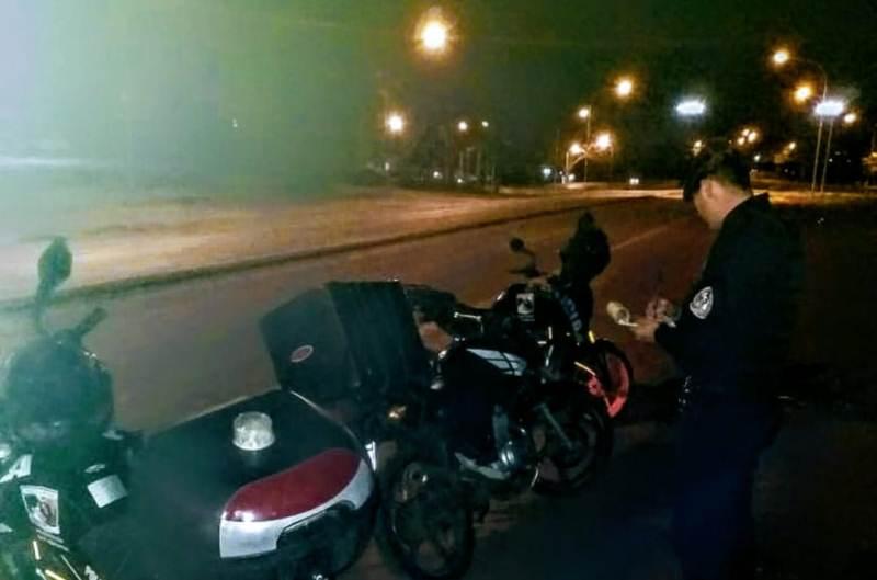 Cuatro motociclistas sin papeles; otros dos que huyeron dejando camperas, cascos yojotas