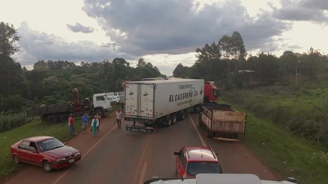 Camioneros intentaron avanzar sobre la protesta y armaron su propio piquete en la ruta14