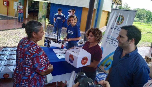 La Municipalidad entregó 56 kits rurales con 10 pollitos y 25Kg de alimentobalanceado