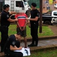 Sujeto armado intentó asaltar un local sobre José Ingenieros y a un automovilista con su hija