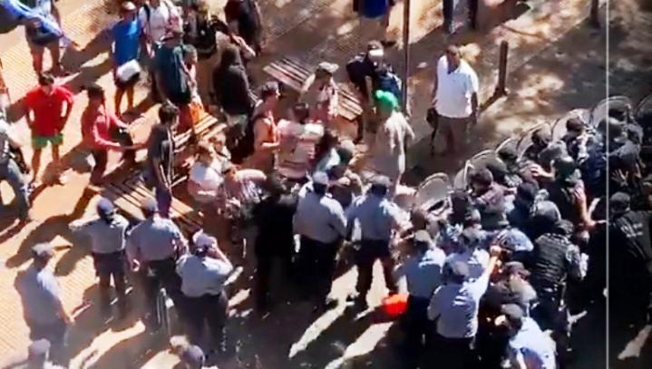 Finalmente fueron once los policías hospitalizados tras ataque detareferos