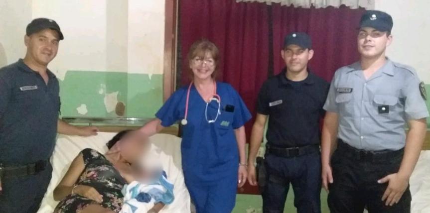 Policías asistieron a una mujer durante el trabajo departo