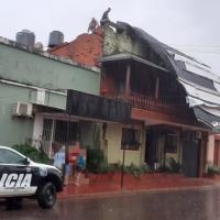 La tormenta causó voladuras de techos, caídas de árboles y tendido eléctrico