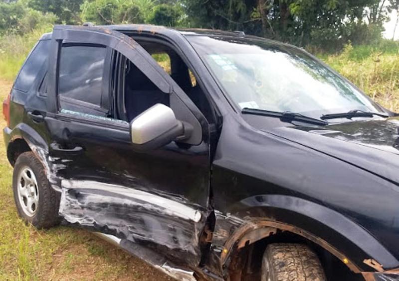 Tres heridos tras perder el control y despistar en la Ruta221