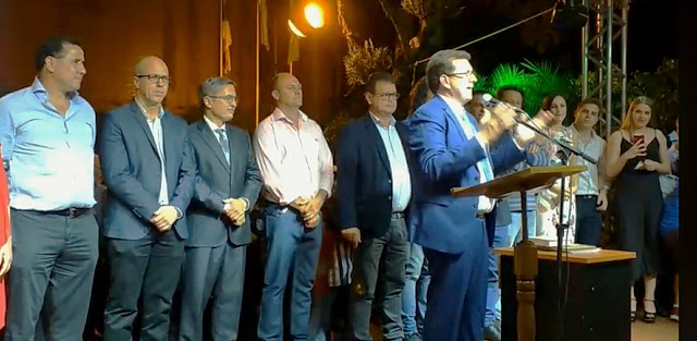 Asumió el nuevo intendente de San Vicente y hubo fuegos artificiales en elfestejo