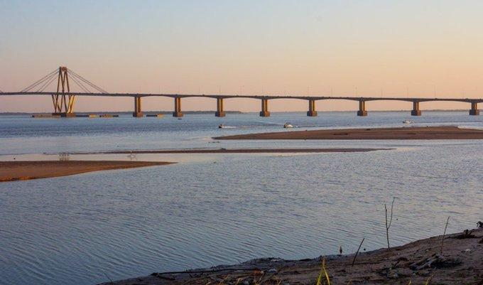 El Paraná está en su punto más bajo desde 1978, alertan a navegantes por las piedras y bancos dearena