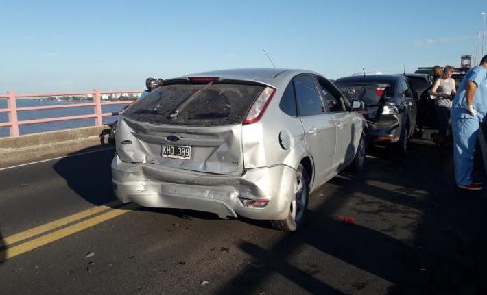 Cuatro vehículos protagonizaron un choque en cadena sobre el puente GeneralBelgrano