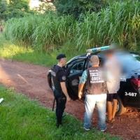 """Vecino denunció a un """"dealer"""" en el Oberá 3 y lo atraparon junto a un adolescente de 13 años"""