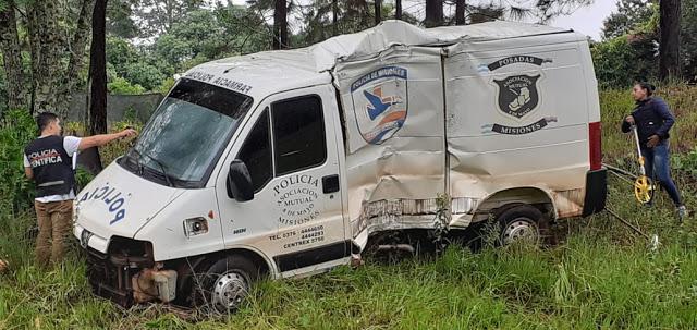 Vehículo policial despistó y volcó en la ruta14