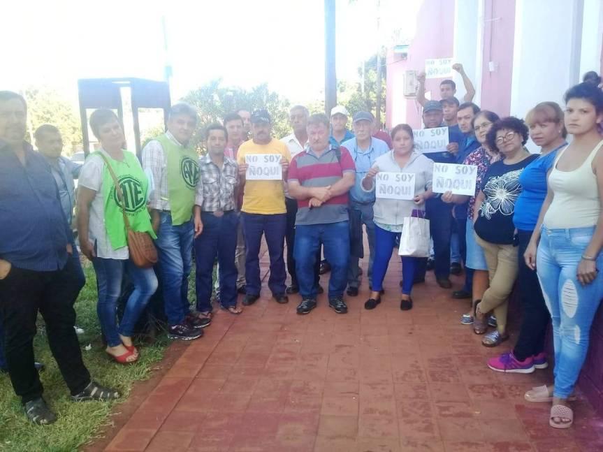 """Protestan contra el intendente que dio de baja contratos """"ñoquis"""" en SanJavier"""