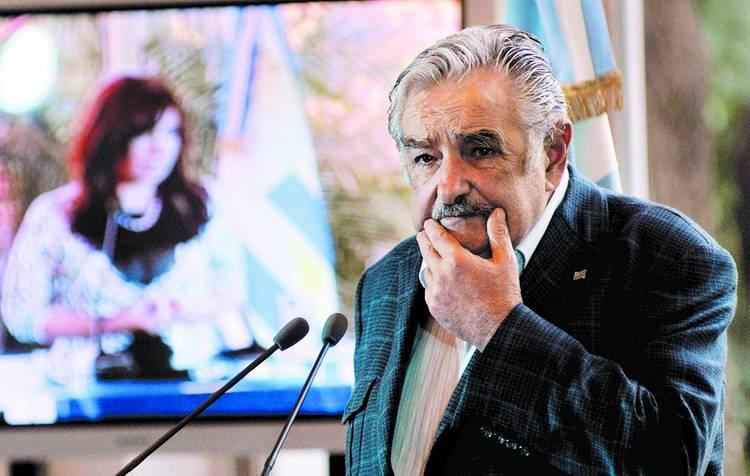 """Mujica: """"En vez de traer 100 mil cagadores argentinos, preocupémonos de que los nuestros inviertanacá"""""""