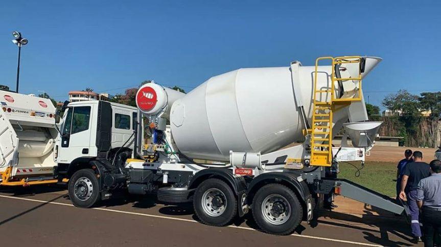 La Provincia entregó un camión volcador y un hormigonero a la municipalidad deOberá