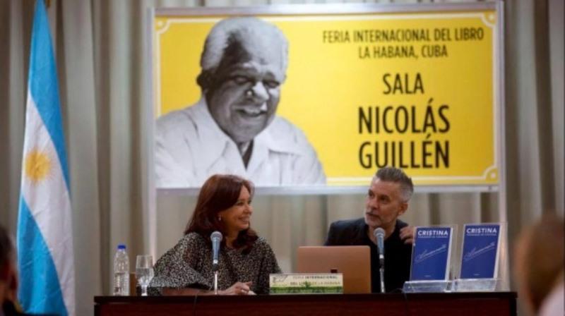 """Cristina presentó su libro en Cuba y dijo estar en contra del lenguaje inclusivo: """"no me gusta eltodes"""""""