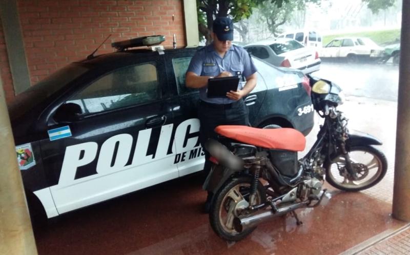 Un grupo de jóvenes robó una moto, le sacaron los plásticos, la patente y huyeron; otras fueron incautadas en untaller