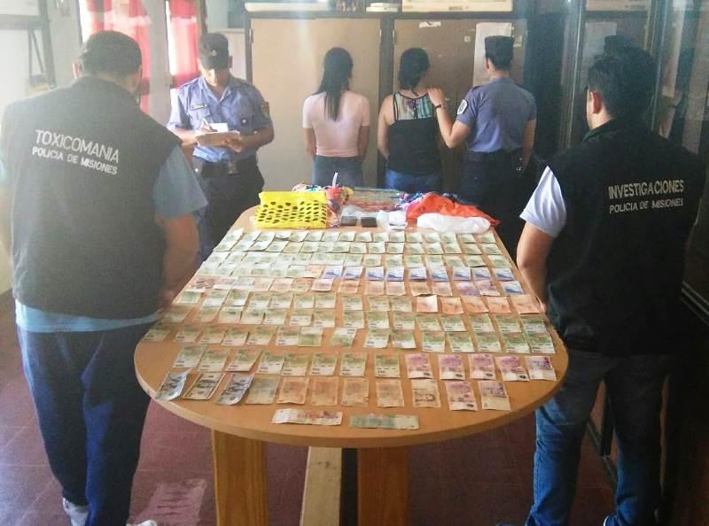 Dos mujeres robaron pesos y dólares en el barrio 200Viviendas