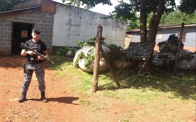 Atraparon a tres hombres con 300 kilos de yerbarobada