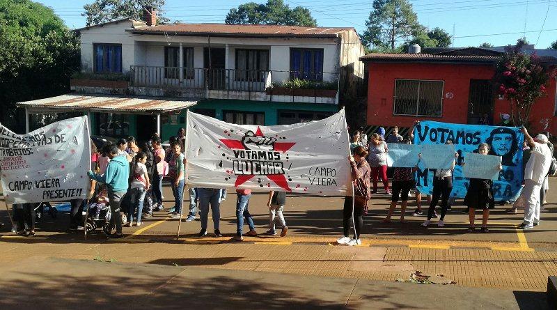 Manifestantes reclaman ayuda alimentaria y útilesescolares