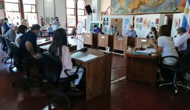"""Concejales declararon de Interés Público Cultural y Municipal los 21 años de actividad del Grupo de Danzas Tradicionales """"CostumbresArgentinas"""""""