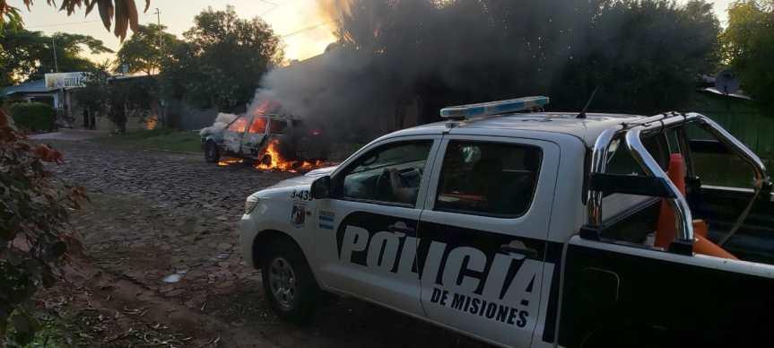 Investigan el incendio de un vehículo que estaba abandonado en lacalle