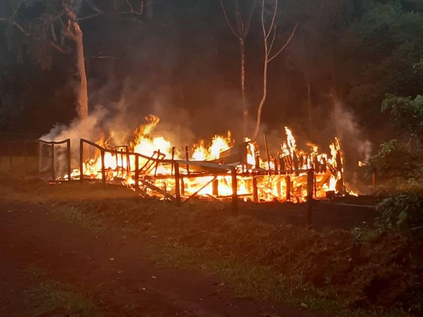 Incendio consumió totalmente la vivienda de unajoven