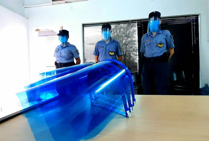 La EPET nº 9 entregó protectores faciales al personal de la URVI