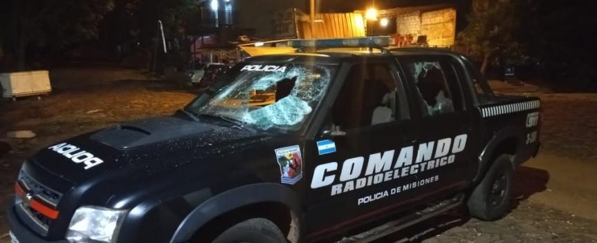 Seis detenidos por causar disturbios, destrozar una patrulla y herir apolicías