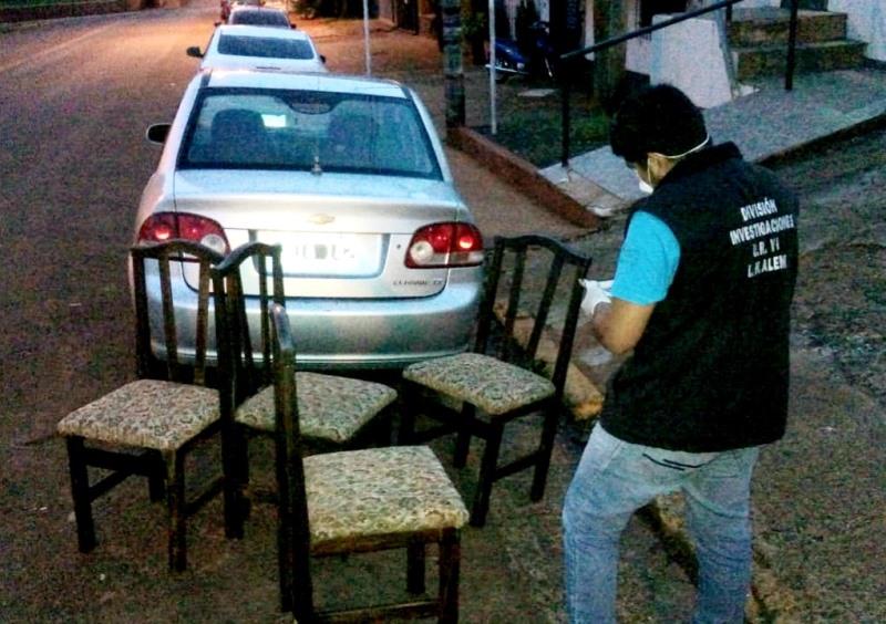 Hallaron sillas robadas en un aguantadero oculto en elmonte