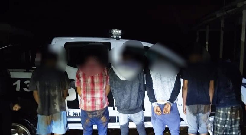 """Cobraban """"peaje"""" y fueron detenidos, varios tenían pedido decaptura"""