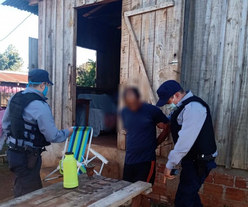 Atacaron a machetazos a policías y fuerondetenidos
