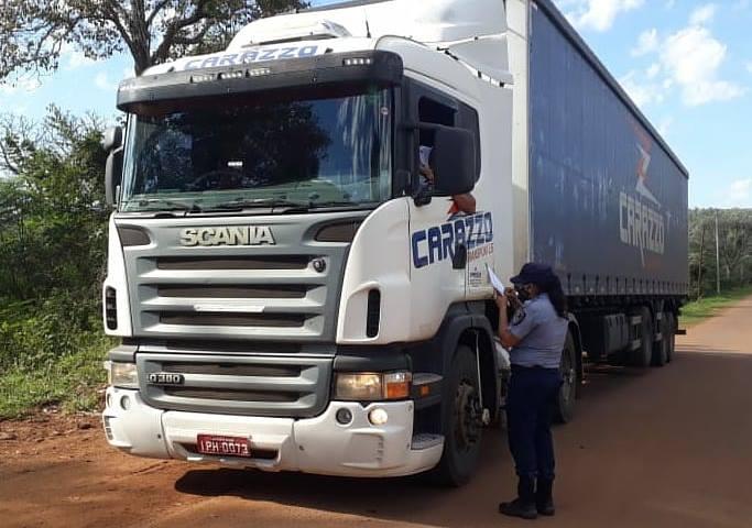 """Camioneros extranjeros se quejan que no les dejan ni ir al baño en el país: """"te aguantás o hacés en unabotella"""""""