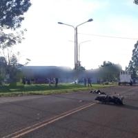 Embarazada a bordo de una moto falleció tras un choque con una camioneta