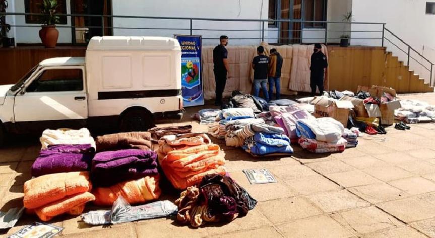 Detuvieron a un comerciante con 600 prendas íntimas femeninas, más de 100 camperas y 60 pares de zapatillas decontrabando