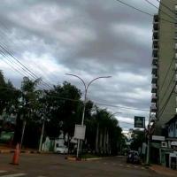 Delincuentes amordazaron y golpearon a una pareja para robarle pesos, dólares y reales