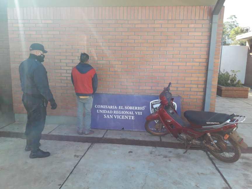 Fue sorprendido a bordo de una moto robada y la arrojó en lasmalezas