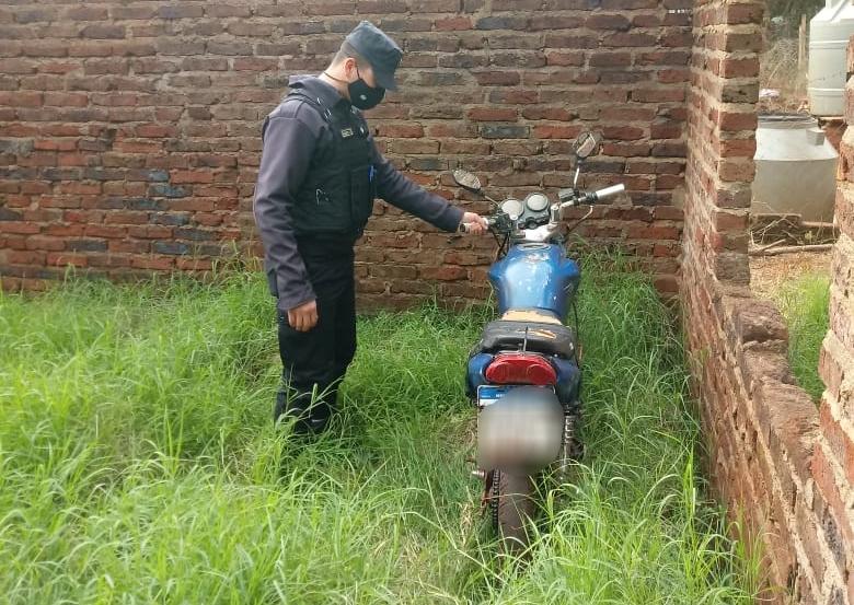 Hallaron una moto robada oculta en una construcción en CienHectáreas