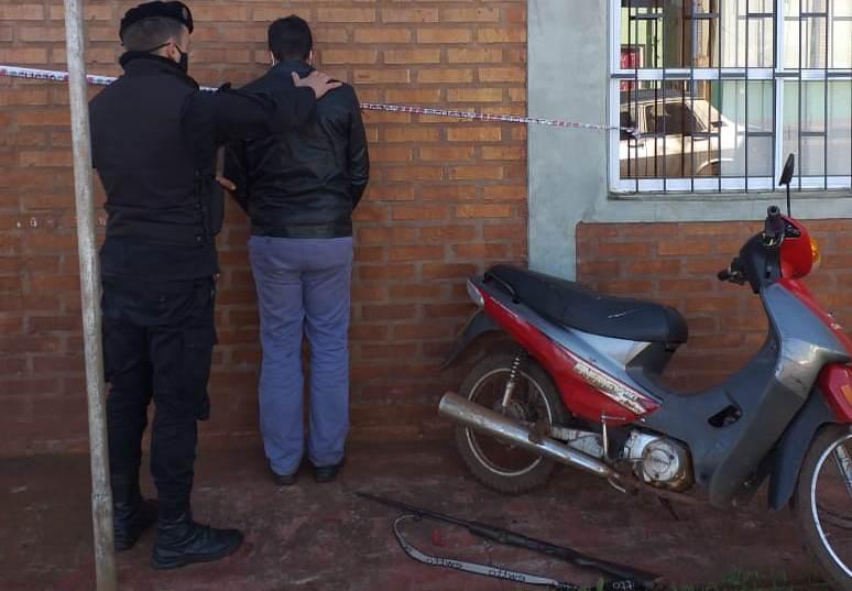 Sorprendieron a un motociclista armado con una escopeta y lodetuvieron