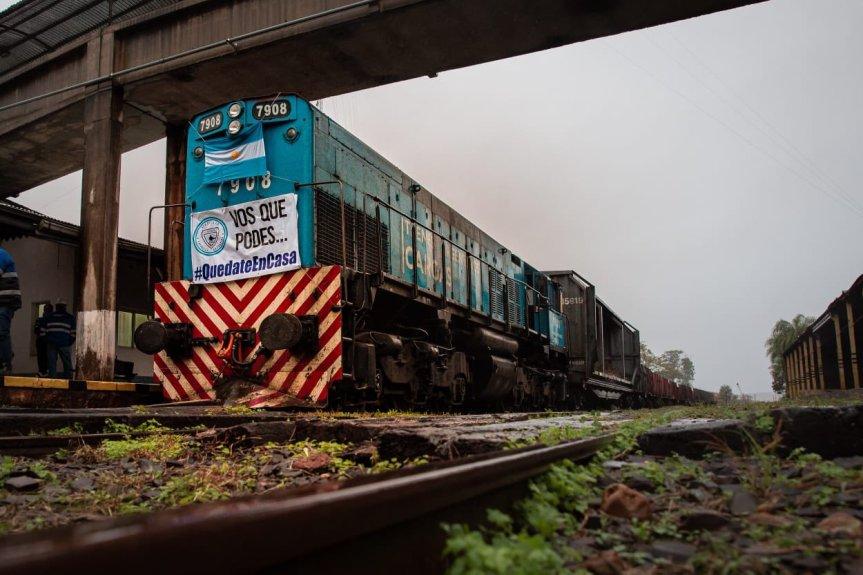 El tren de cargas volvió a Misiones para transportar pasta de celulosa, agua yyerba