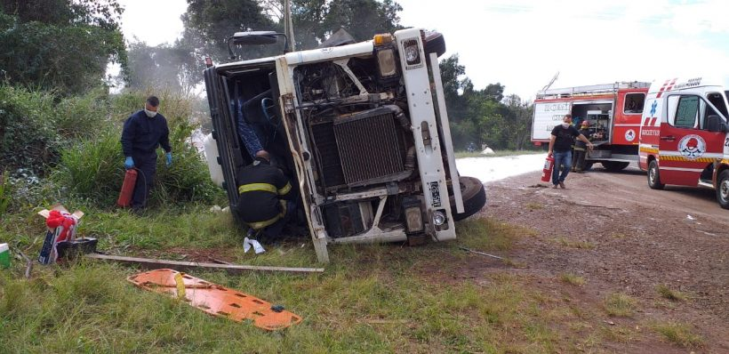 Camionero despistó en la ruta 12 con una carga de fécula demandioca