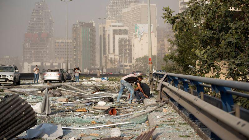 La explosión que dejó al menos 100 muertos habría sido causada por químicos malalmacenados