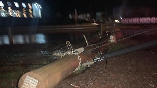 Caída de uno poste dejó a medio San Vicente sinenergía
