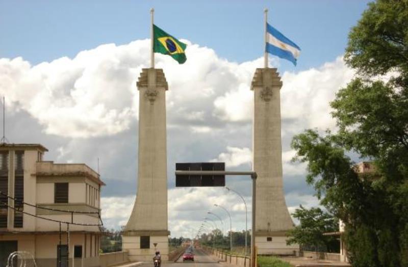 Argentina mantendrá abierta la frontera para vehículos y ómnibus en Paso de los Libres yGualeguaychú