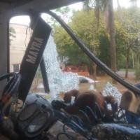 Encapuchados balearon un camión que transportaba mercaderías