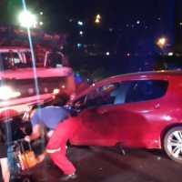 Camión se quedó sin frenos e impactó contra varios vehículos en avenida José Ingenieros