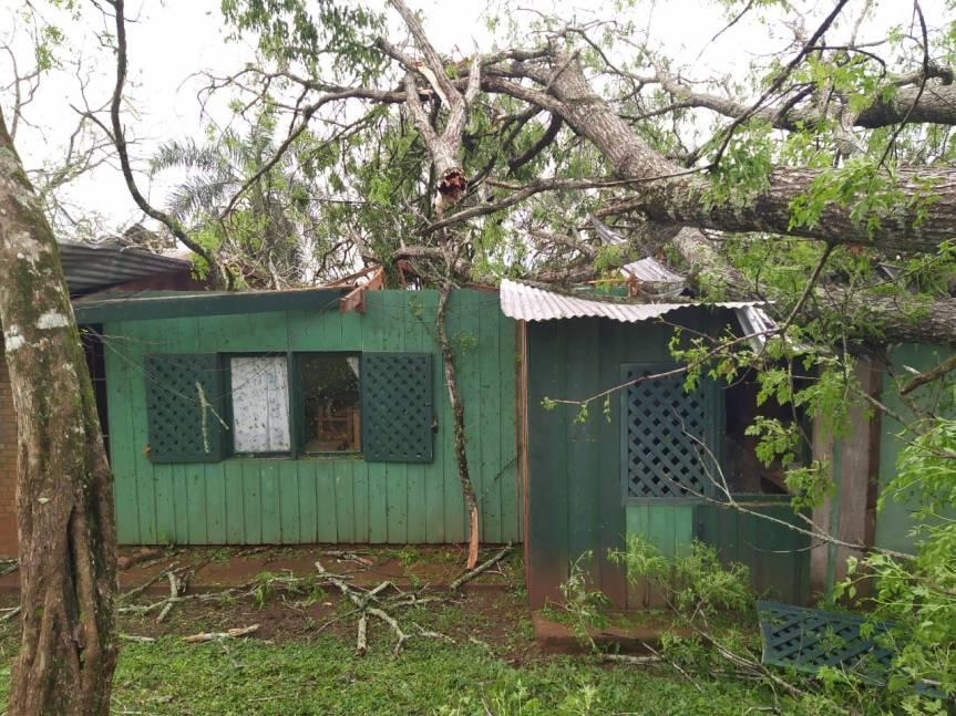 Ciclón destruyó una escuela y destechó casas en Alba Posse y SanVicente