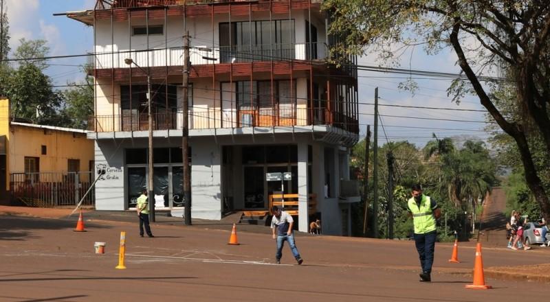 Colocan separadores verticales de carriles entre bulevares de Av. Libertad cruceNeuquén