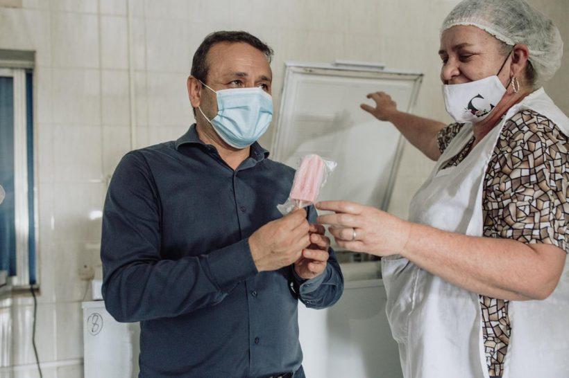 Herrera entregó un subsidio a la Cooperativa Leandrito para maquinaria e insumos destinados ahelados
