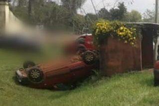 Camioneta perdió el control y volcó en la ruta103