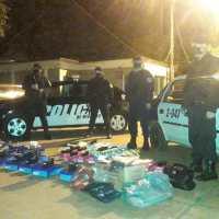 Contrabandistas increparon y amenazaron a policías que le secuestraron ropa ilegal