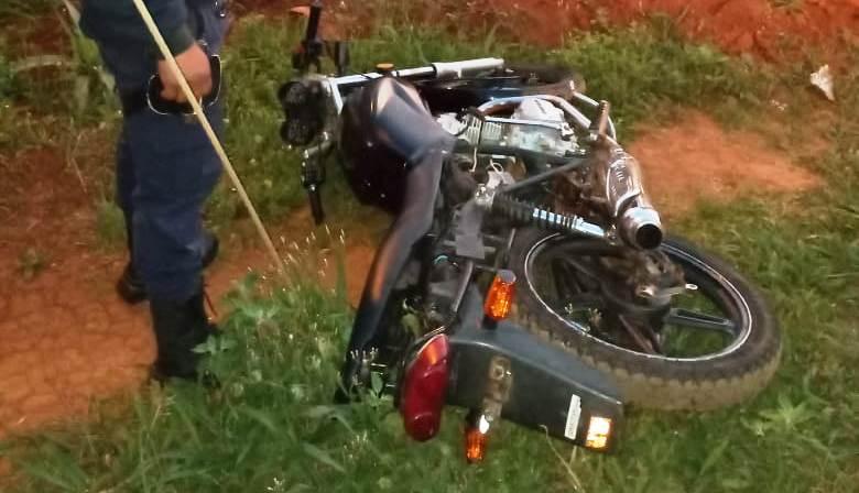 Empujaba una moto robada en laruta